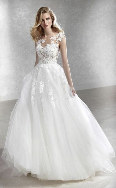 White One FELICIDAD a art. 28595 valkengoed Wedding Fashion Amersfoort.jpg