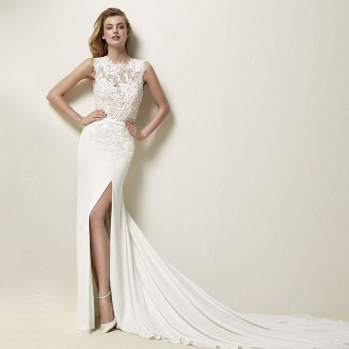 Pronovias DRENINA a Art. 28176 Valkengoed Wedding Fashion Amersfoort.jpg
