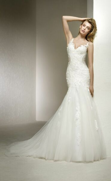 Pronovias Dolmen a Art. 28199 Valkengoed Wedding Fashion Amersfoort.jpg