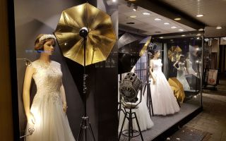 Trouwjurken passen bij Valkengoed Wedding Fashion