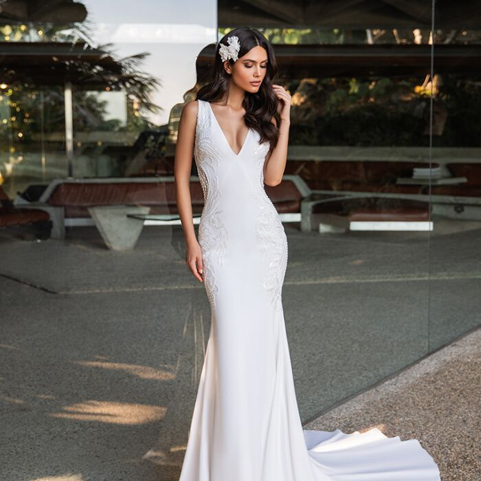 pronovias_kelly_b_art_valkengoed_wedding_fashion_amersfoort.png